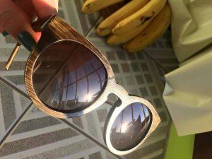 Slnecne okuliare z prirodneho dreva :)  Odkaz: http://aliexpr.es/1S9C6KF  Som nadsena :) Predajca bol velmi komunikativny :)  Dodanie bolo 14 dni a na vyber bolo viac modelov :)   Zdroj: Elena L.